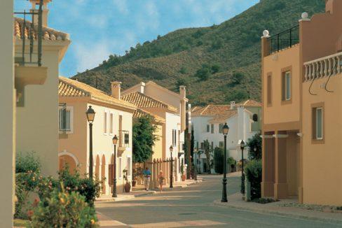 Las Lomas gate