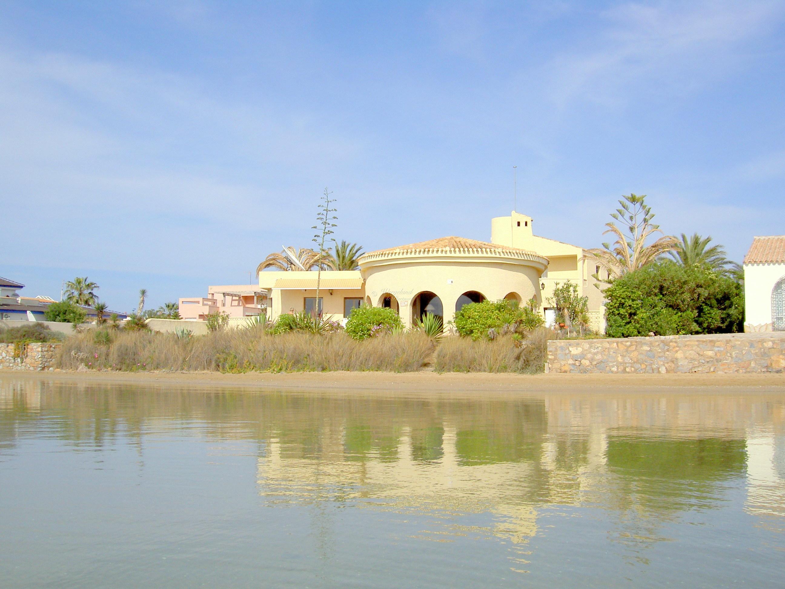 NY PRIS! Unik sydvestvendt 5-roms innholdsrik villa med stort oppvarmet basseng, førstelinje Mar Menor- La Manga [VS300]