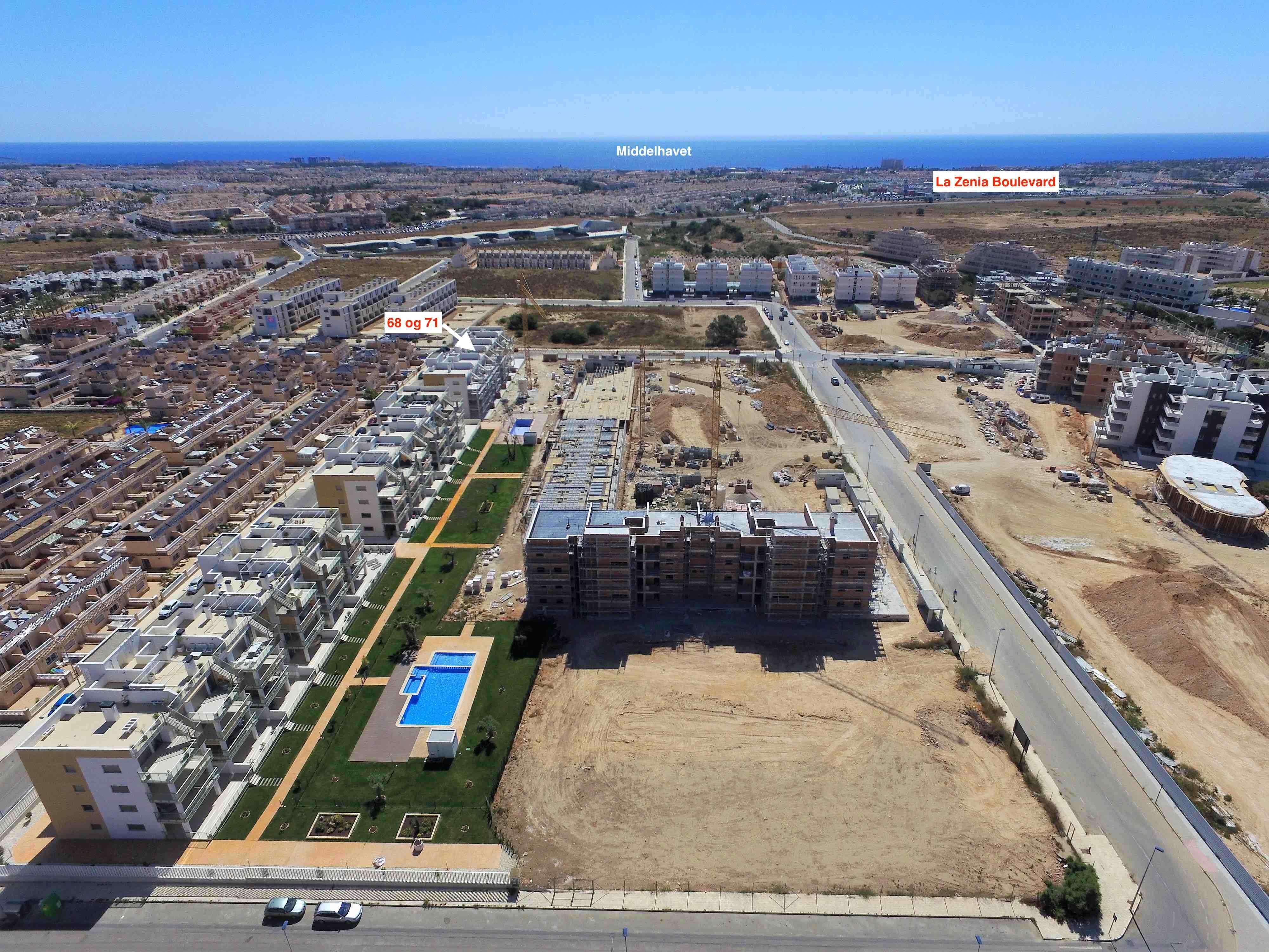 2 nye Penthouse leiligheter med 2 sov/2 bad, gulvvarme, garasje, bod, hvitevarer og aircondition. Innflyttingsklare nå, se utsikten fra den 72 m2 store takterrassen [68-71]