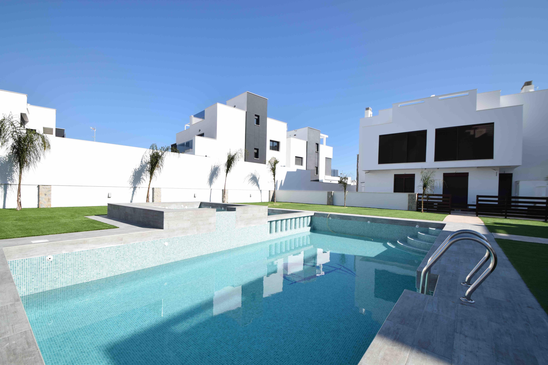 3-roms moderne og lys toppetasjeleilighet med 65 m2 stor takterrasse, gangavstand til stranden [PMIIIA]