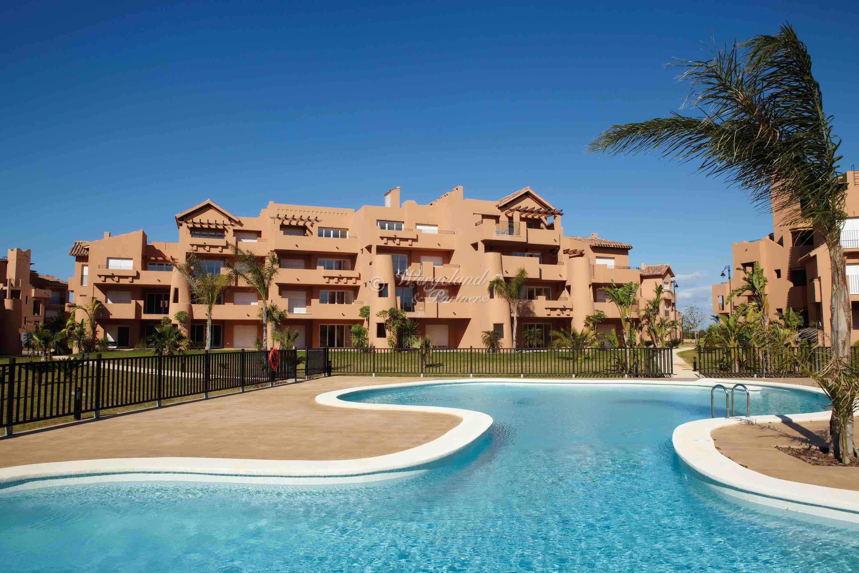 90 stk 2-roms leiligheter direkte fra banken. 6 til 56 m2 terrasse. Pris fra 59.225 til 100.000€ [MM1]