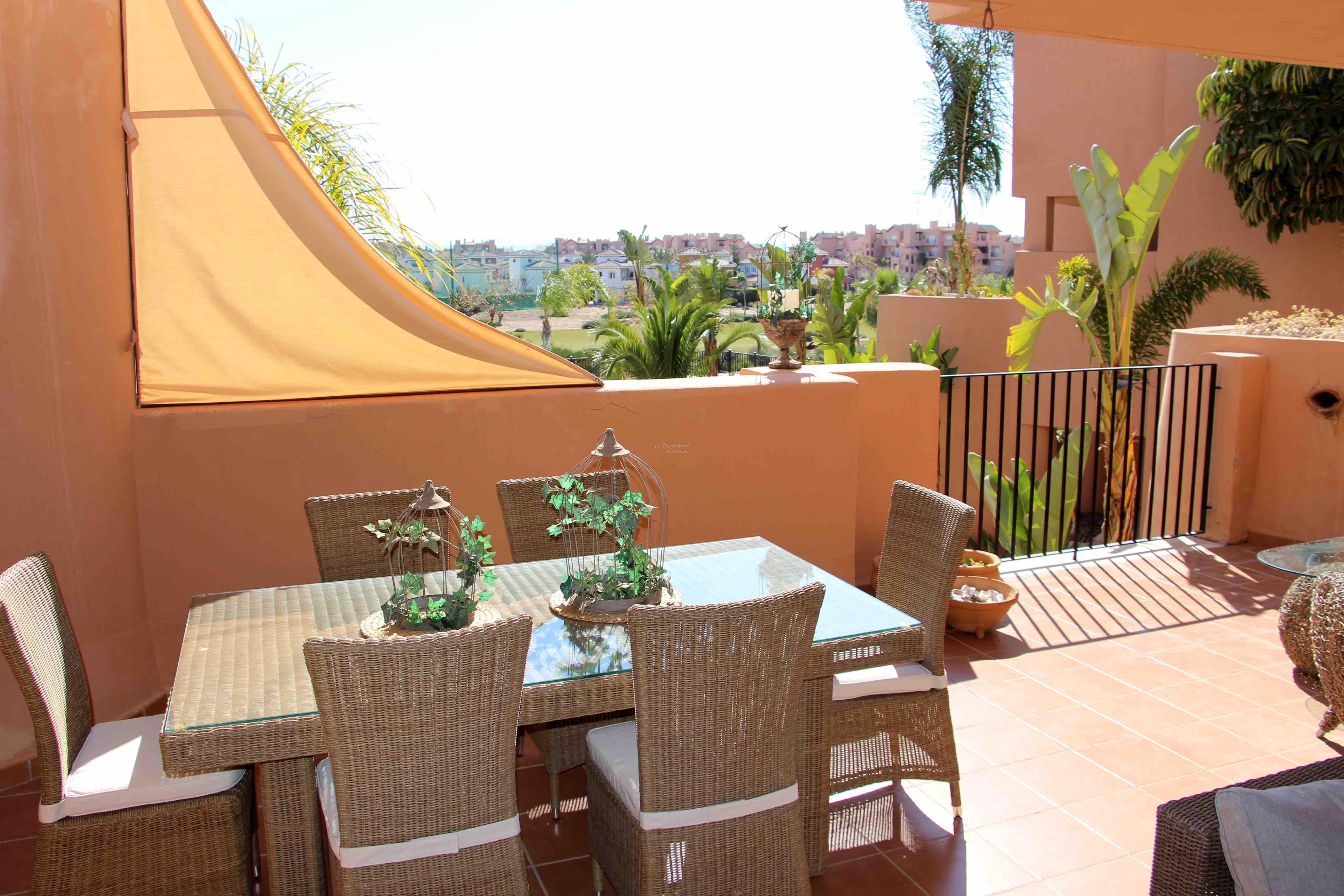 Betydelig Påkostet 4-roms sydvendt møblert leilighet langs hull 16. Stor og innholdsrik terrasse. Utsikt basseng-grøntområde-golf [13012]