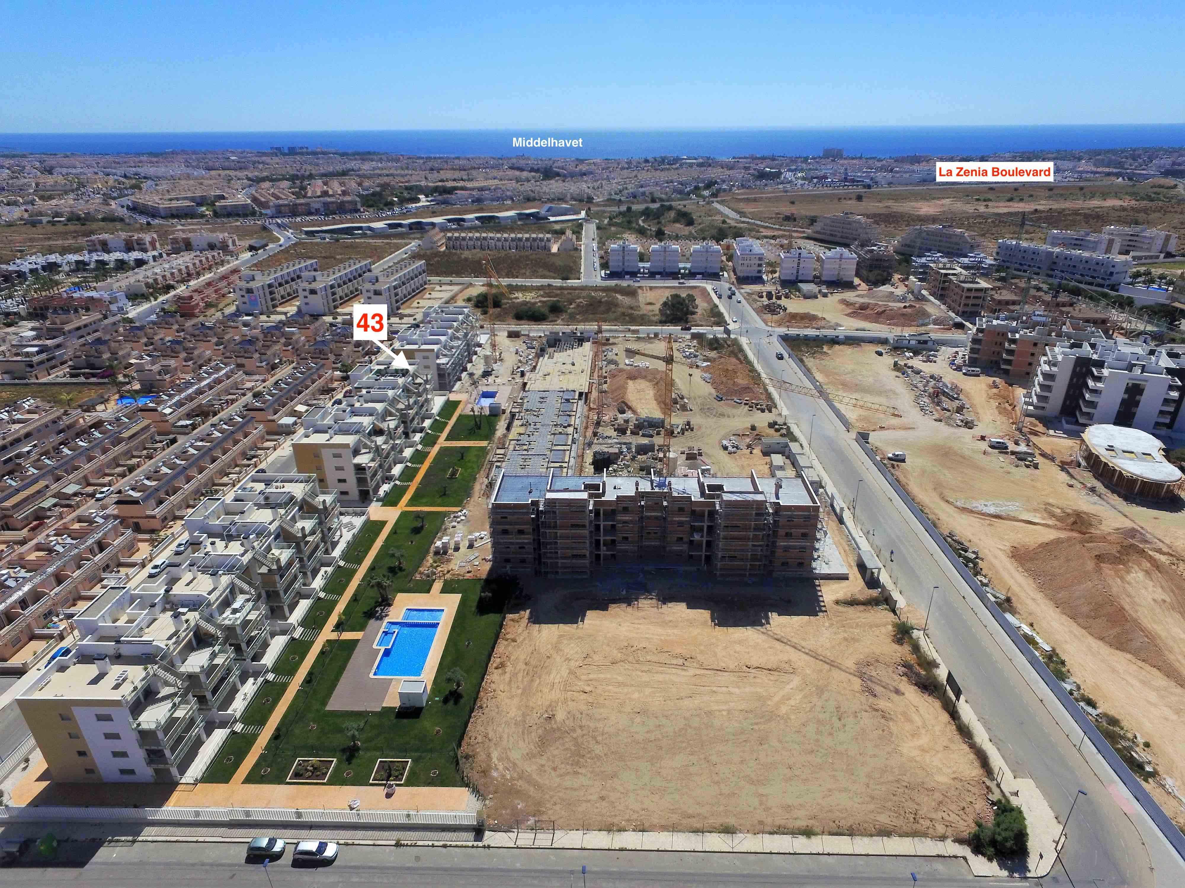 Innflyttingsklar meget velutstyrt, ny Penthouse leilighet. 3 sov/2 bad, 101 m2 takterrasse. Mye ekstra inkl. Se utsikten! [43]