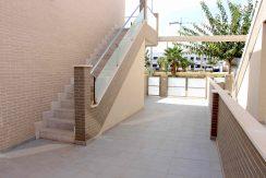 Trappeoppgang Og Parkeringsplass