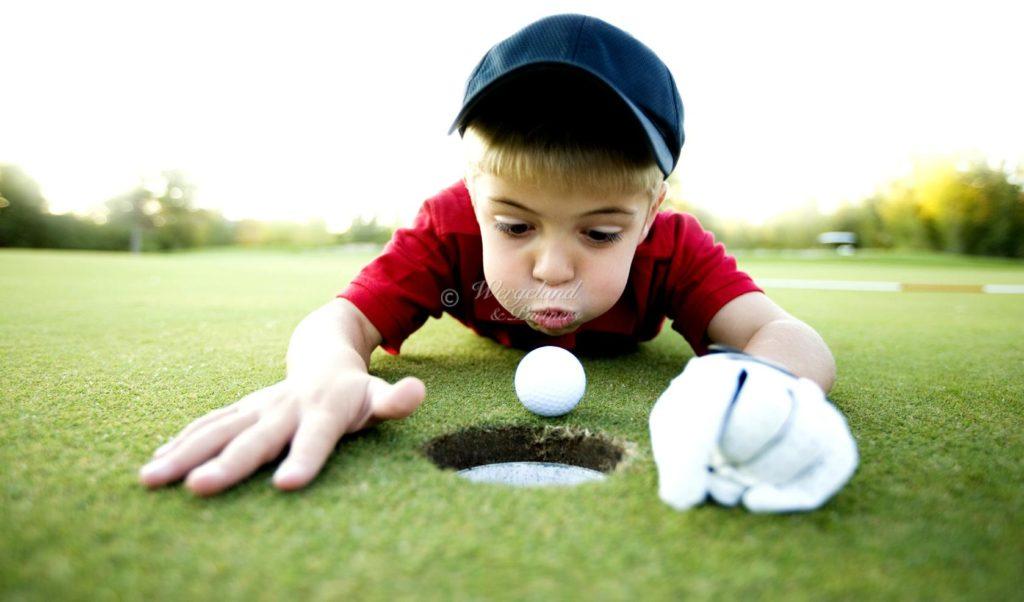 barn blåse på golfball