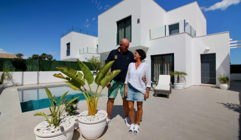 Mona og Tom Utenfor Huset