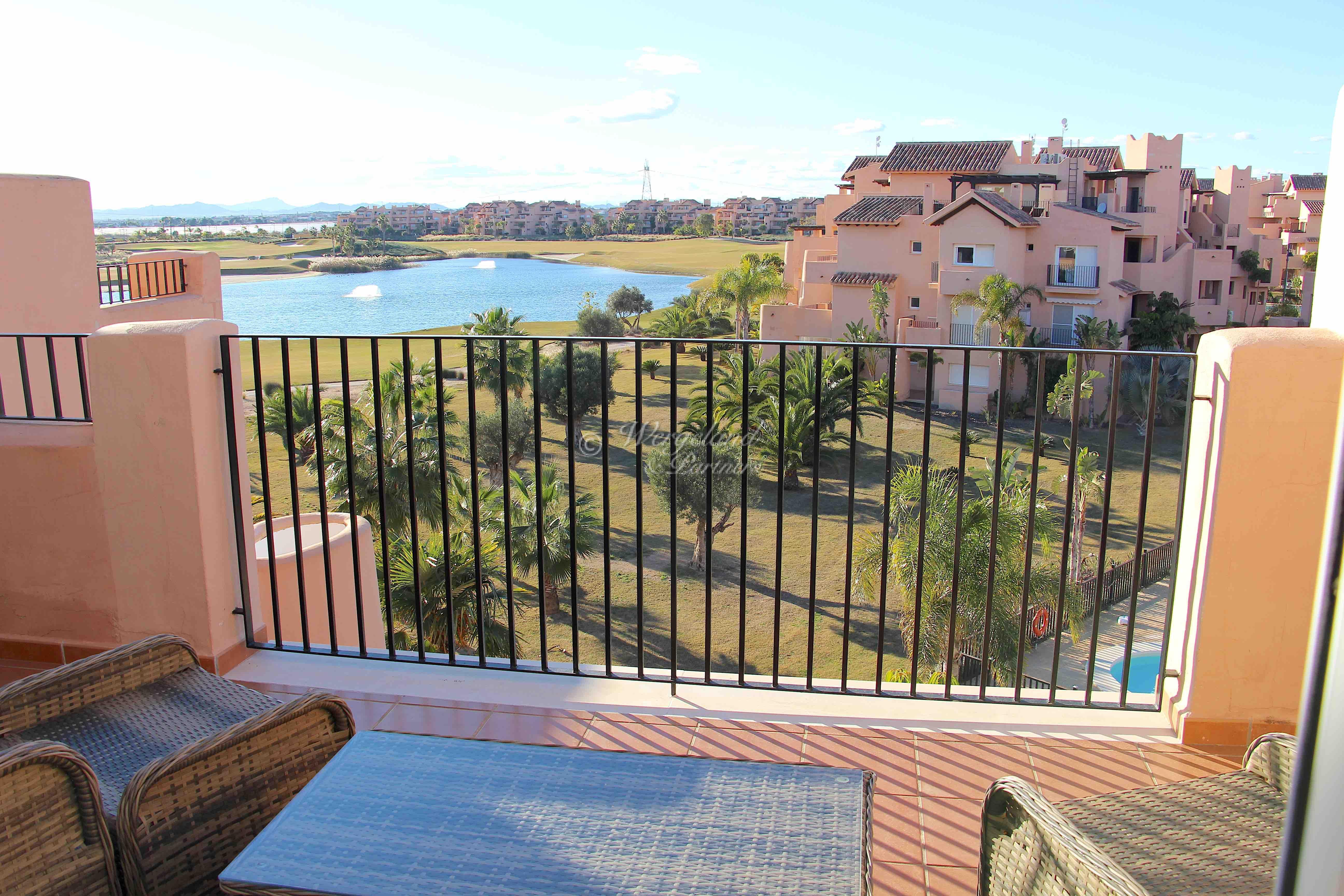 3-roms møblert Penthouse. Nydelig utsikt over innsjøen og golfbanen [8531]