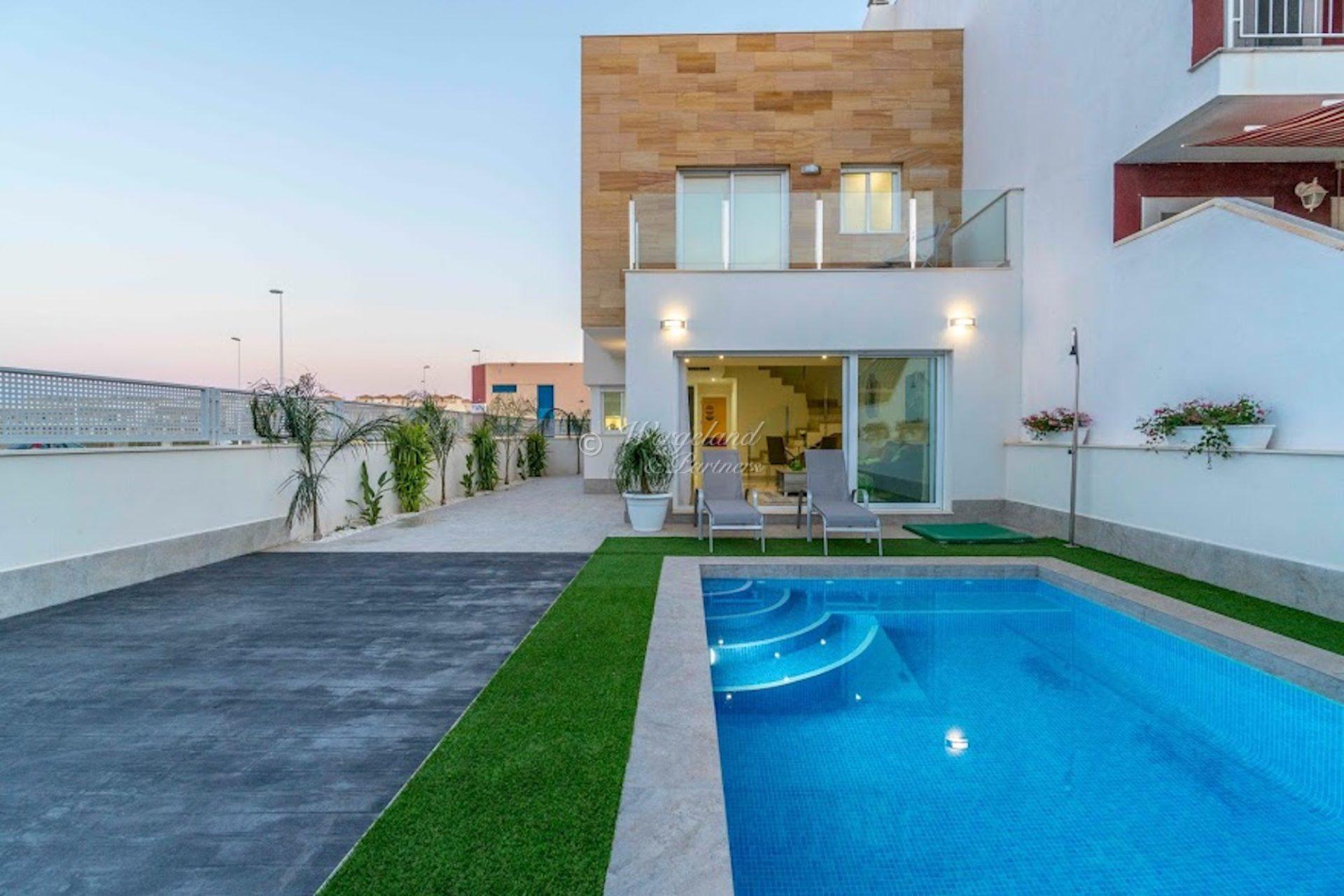 Se prisen! Siste sydvendte 3 soveroms bolig med takterrasse og privat basseng [RB11]