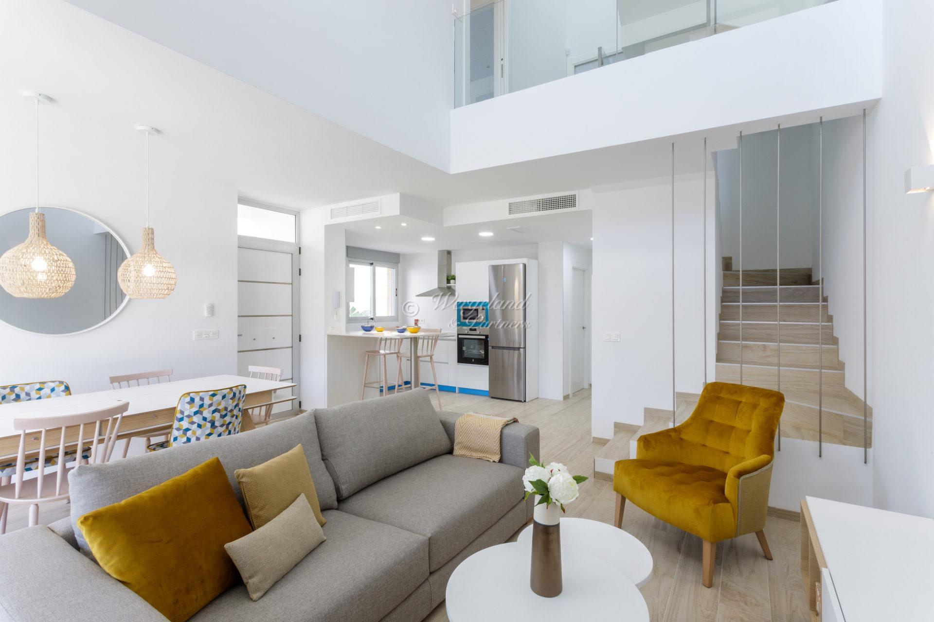 Villa med privat basseng og takterrasse, strandnært i etablert boligområde [EF5]