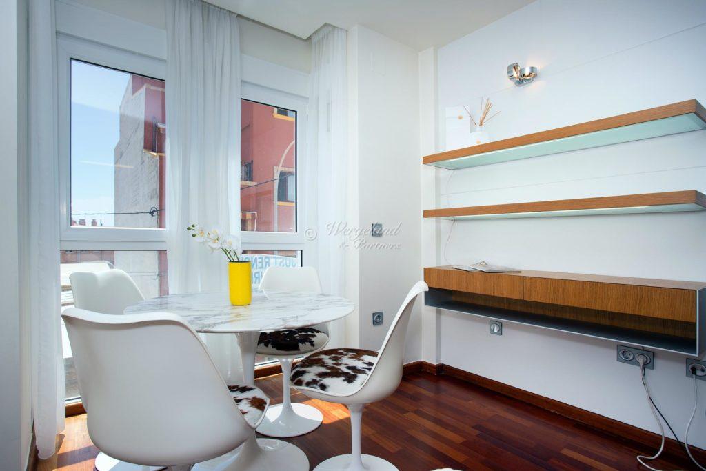Spisebord med stoler