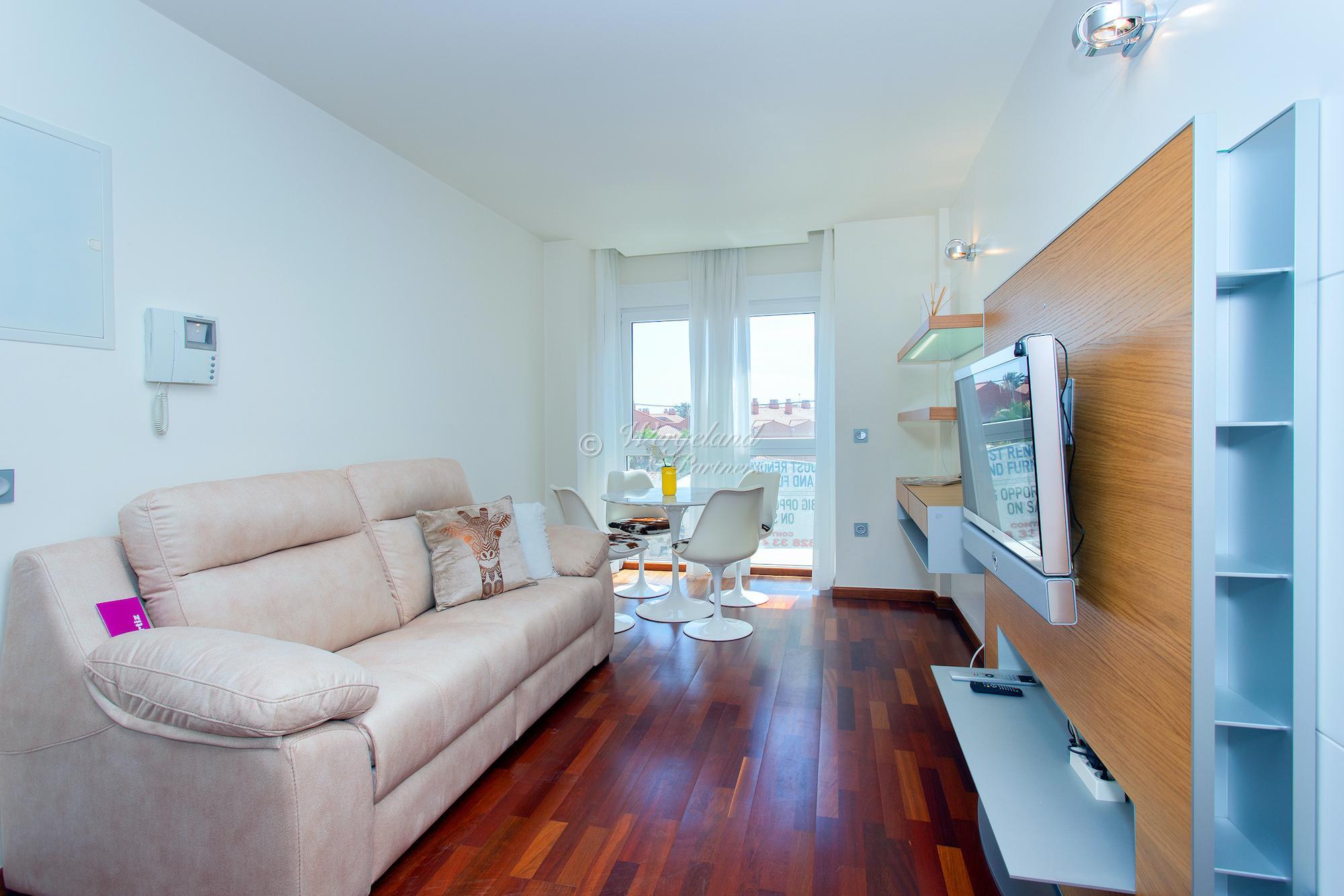 3-roms nyoppusset og møblert leilighet ved torget [PMD]