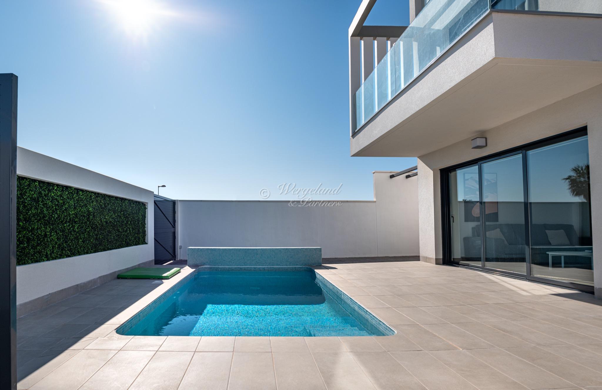 Innflyttingsklar: 3 soveroms møblert golfvilla med privat basseng og takterrasse [VLG24]
